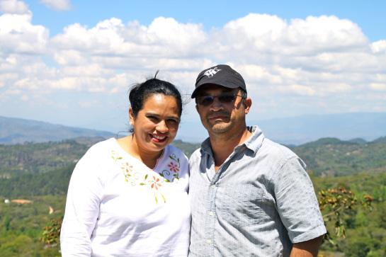 Производители кофе Марисабель Кабальеро и ее муж Моисес Эрера